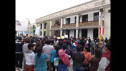 Huaura: comerciantes informales protestan en municipio ante violento desalojo