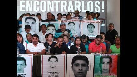 México: padres de los 43 desaparecidos exigen reunión con Peña Nieto